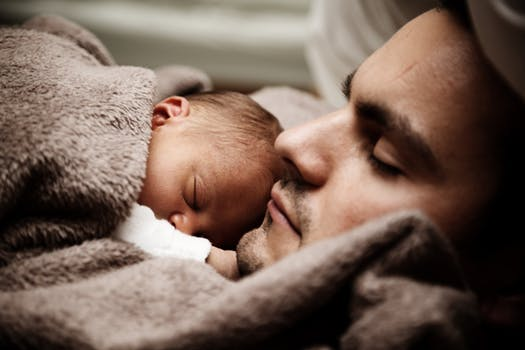bonding with a newborn baby-wonderparenting
