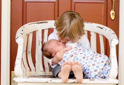 new-sibling-wonderparenting