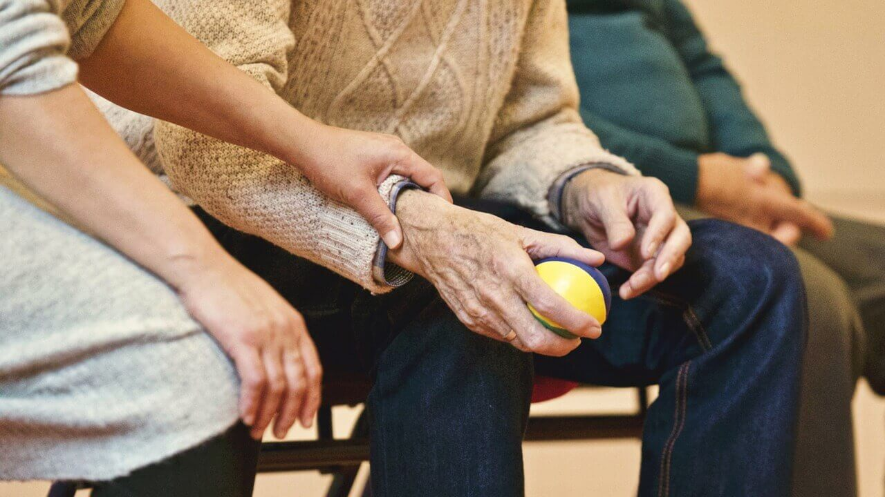 Taking-Care-of-an-Elderly-Loved-One-wonderparenting