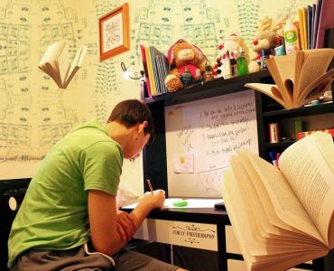 How-to-organize-study-table-wonderparenting